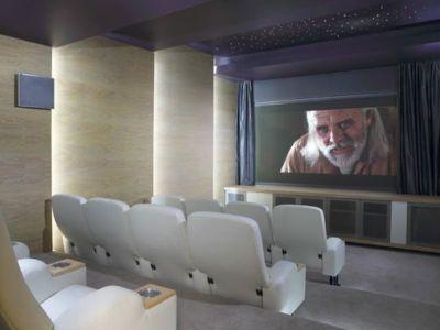 home salle cinéma Paradise Found Hyde Park par Summersun Property Group office, Johannesbourg, Afrique du Sud | + d'infos