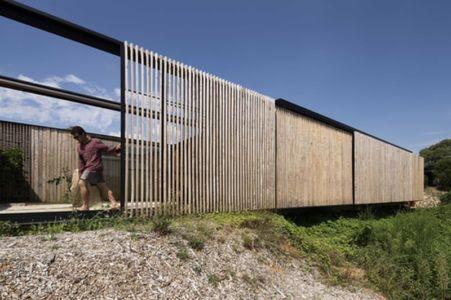 brise-soleil en bois mobile - Sawmill-House par Archier - Yackandandah, Australie
