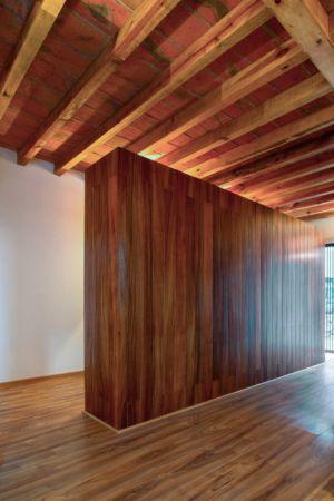 intérieur bois - Pinar house par MO+G Taller de arquitectura - Zapopan, Mexique