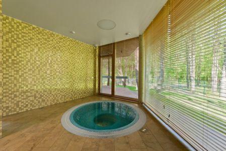 jacuzzi - Modern Family House par 4PLIUS Architects - Vilnius, Lituanie
