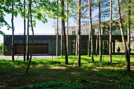 jardin - Modern Family House par 4PLIUS Architects - Vilnius, Lituanie