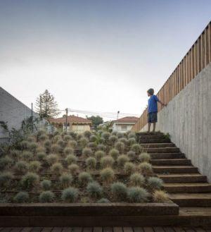 jardin cour - house-caxias par António Costa Lima Arquitectos - Caxias, Portugal