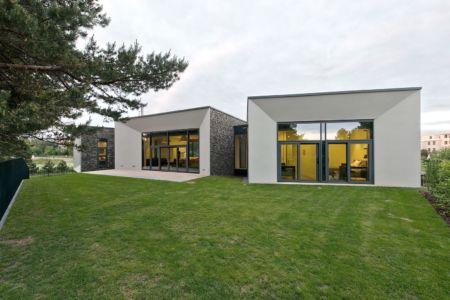 jardin et 3 volumes - Family House par UAB Architektu biuras - Palanga, Lituanie