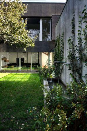 jardin & fontaine à eau - safe-house par Robert Konieczny – KWK Promes - Varsovie, Pologne