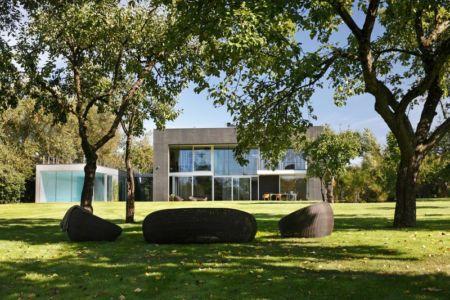 façade jardin - safe-house par Robert Konieczny – KWK Promes - Varsovie, Pologne