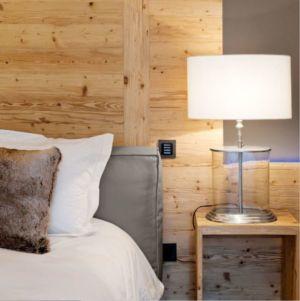 lampe de chevet chambre - Rougemont-Residences Plusdesign - Rougemont, Suisse