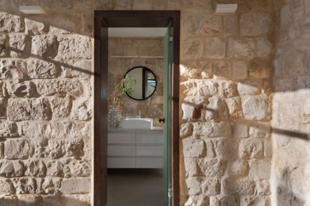lavabo - Stone-House par Henkin Shavit Architecture & Design - Safed, Israël