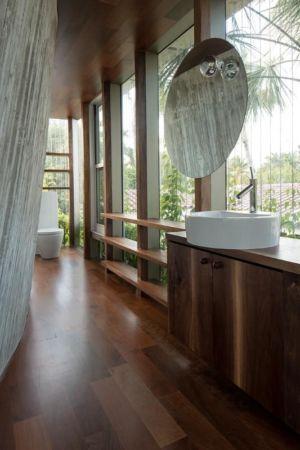 lavabo & couloir accès salle de bains - Sun Path House par Studio Christian Wassmann - Miami, USA
