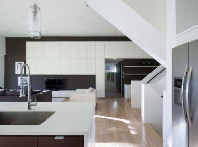 cuisine et séjour - Renovates-Private-Residence par Dpai Architecture - Hamilton, Canada