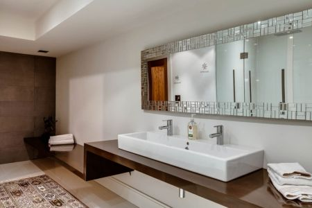 lavabo double - Ashley Park House par Barroso Homes - Toronto, Canada