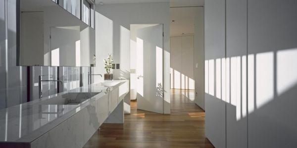 lavabo en marbre salle de bains - Psychiko House par Divercity Architects - Athènes, Grèce