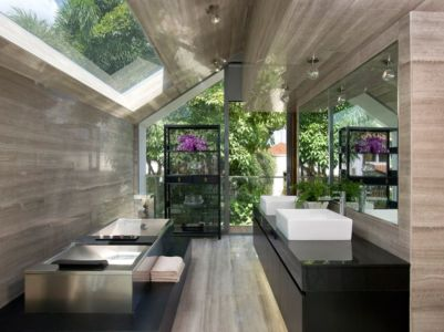 lavabo salle de bains & ouverture vitrée au plafond - Home-Walls par Mink Architects - Singapour
