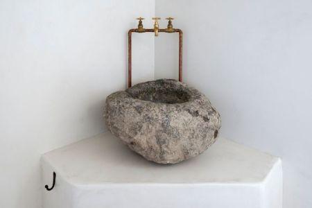 lave-main en pierre - Sterna Nisyros par  Giorgos Tsironis - Nisyros en Grèce