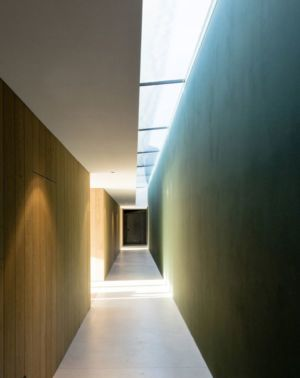 long couloir - Structure-Slope par Bergmeister Wolf Architekten - Bozen, Italie