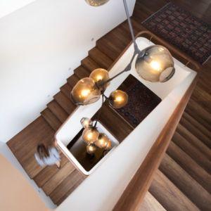 lustre escalier - Waterfront House par Luigi Rosselli Architects - Sydney, Australie