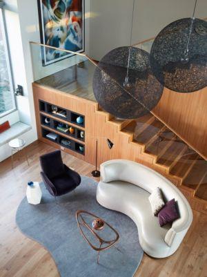 lustre et escalier bois - Chatauqua Residence par Studio William Hefner - Californie, Usa