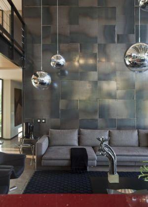 lustres boule - House Tsi par Nico van der Meulen Architects - Afrique du Sud