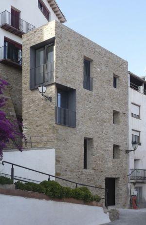 maison en pierres par Adi Arquitectura - Calle Vallada, Espagne