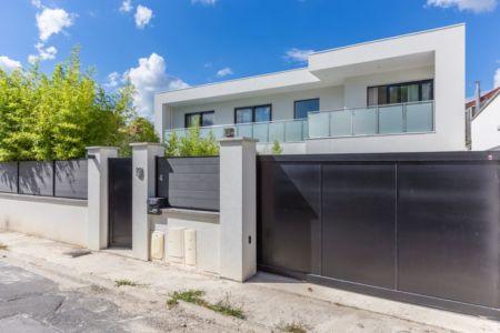 façade cloture et portail - maison ossature bois par Groupe Futura - France
