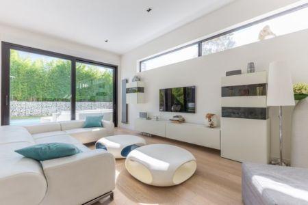 salon coin Tv  - maison ossature bois par Groupe Futura - France