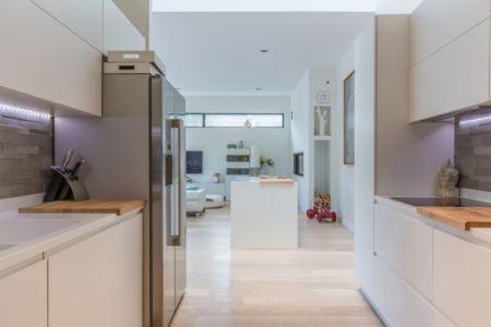 cuisine et pièce de vie - maison ossature bois par Groupe Futura - France