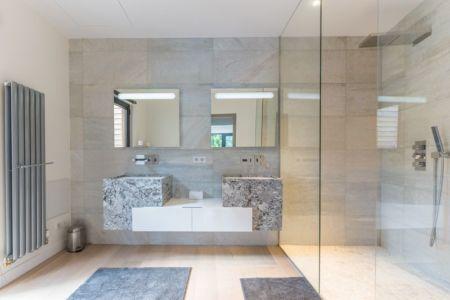 lavabos et douche - - maison ossature bois par Groupe Futura - France
