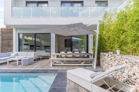 terrasse piscine - maison ossature bois par Groupe Futura - France