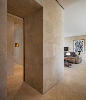 marbre intérieur - Vivienda en Son Vida par Negre Studio & Rambla 9 Arquitectura - Palma de Majorque, Espagne