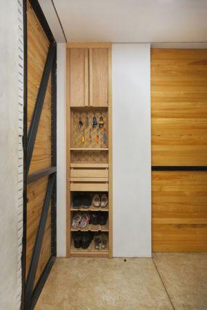 meuble emplacement chaussures - Container-Urban par Atelier Riri - Bekasi, Indonesie