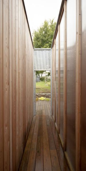 mini couloir extérieur - vlb-maison-bbc par Detroit Architectes - Verrières-le-Buisson, France
