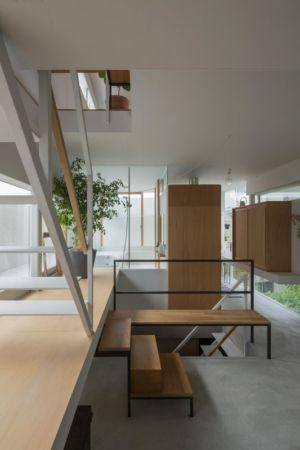 mini escalier accès étage supérieur - House-Toyonaka par Tato Architects - Toyonaka, Japon