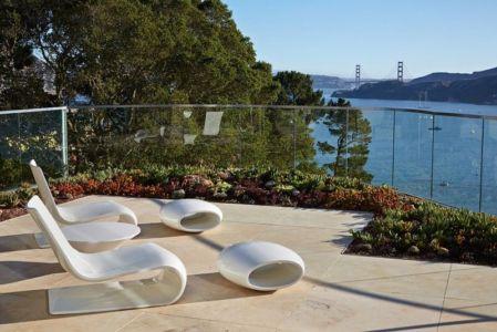 mobilier design balcon - maison exclusive par Polsky Perlstein Architectes - San Francisco, USA