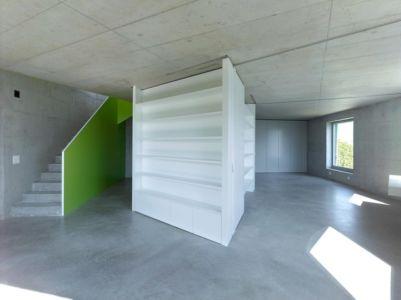 mobilier et escalier pièce de vie - Maison Iseli par François Meyer architecture - Venthôme, Suisse