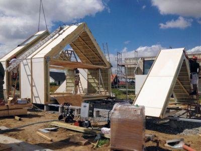 montage de l'ossature bois - La Casa de Libre Mantenimiento par Arkitema Architects  - Danemark