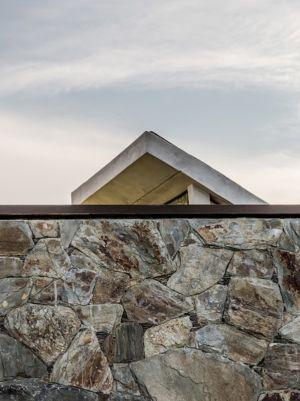 mur en pierres - House in Q2 par Santiago Viale - Mendiolaza, Argentine
