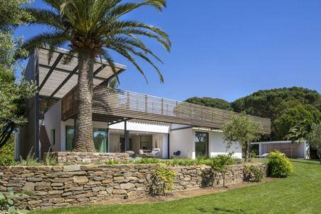 muret devant terrasse - Maison L2 par Vincent Coste - Saint-Tropez, France