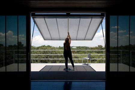 ouverture rabattable balcon - Spaceship Home par Noem Spaceship - Madrid, Espagne