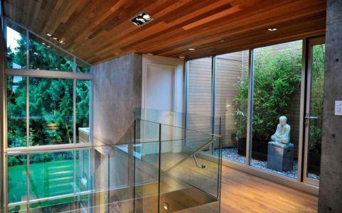 palier étage - Forest House par Garret Cord Werner - Vancouver, Canada