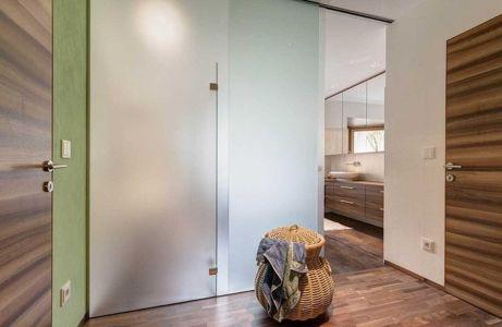palier salle de bains - Brunner House par Norbert Dalsass - Italie