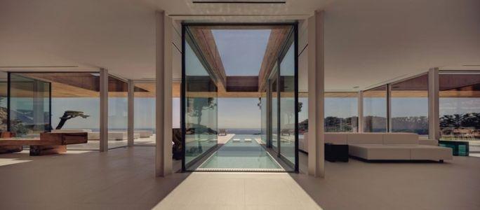 partie piscine intérieure - maison réhabilitée par MANO Arquitectura - Begur Espagne