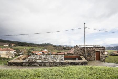 partie semi-enterrée - House-Without-Windows par Cubus - Lugo, Espagne
