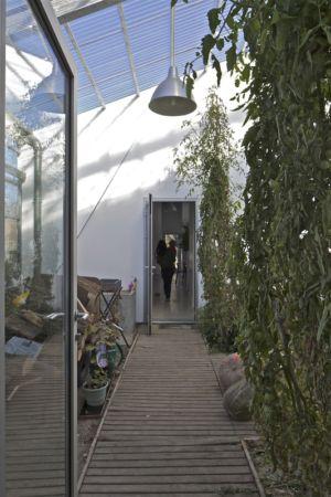passage entre volumes - maison agence par hérard & da costa portada -Neuville-sur-Seine, France - photo philippe ruault