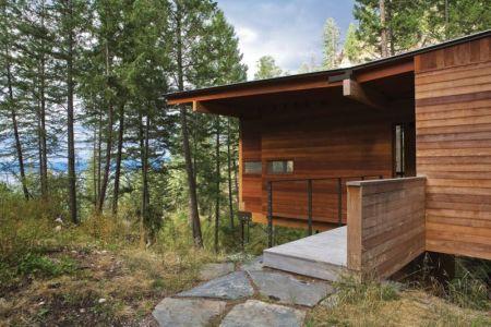 passerelle bois entrée - Cabin-Flathead-Lake par Anderson Wise Architects - Montana, USA