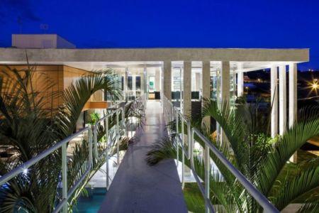 passerelle métallique accès étage - Botucatu-House par FGMF Arquitetos - Botucatu, Brésil