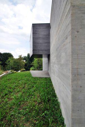 pelouse et mur façade en béton - maison exclusive par SKP Architecture - Créteil, France