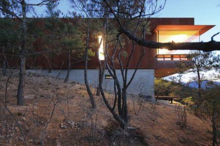 pente & façade supérieure - Hyunam-house par IROJE Architects & Planners - Gunwi-gun, Corée du Sud