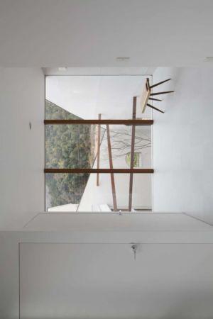 pièce étage baie vitrée - maison bois contemporaine par Masahiro Miyake - Tokushima, Japon