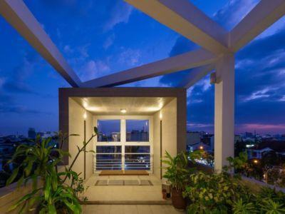 balcon supérieur- NA-House par NatureArch Studio - HO Chi Minh, Vietnam