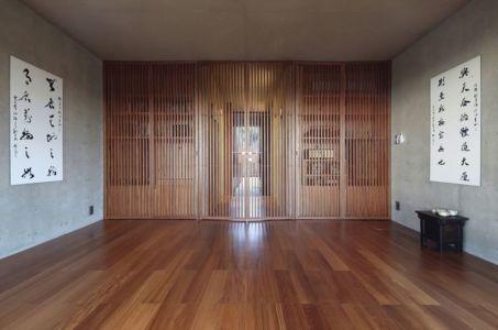pièce avec entrée bois trellis - Hyunam-house par IROJE Architects & Planners - Gunwi-gun, Corée du Sud