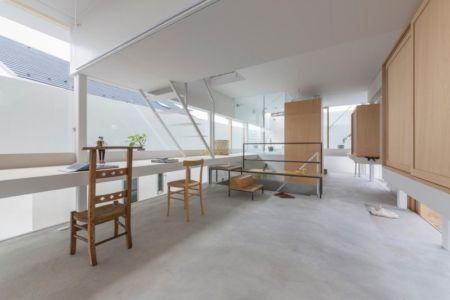 pièce bureau & salle étude - House-Toyonaka par Tato Architects - Toyonaka, Japon